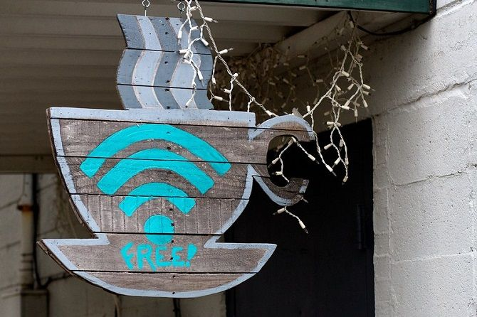 Wi-Fi vs. Date mobile: Care este mai sigur?